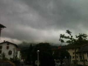 clouds hide the view of the mountains above Zegama pre race